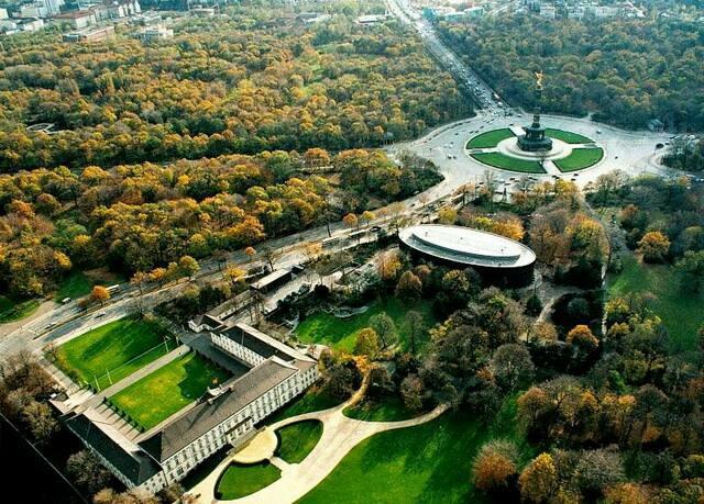 10 апреля в рамках Недели Германии в Санкт-Петербурге прошел круглый стол «Города для жизни: люди, природа, климат»